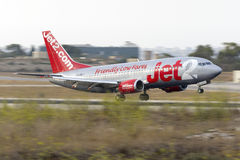 Panorera skott Jet2 737 Royaltyfri Bild