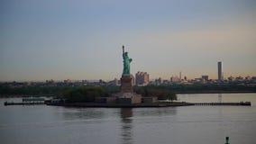 Panorera statyn av frihet, New York arkivfilmer
