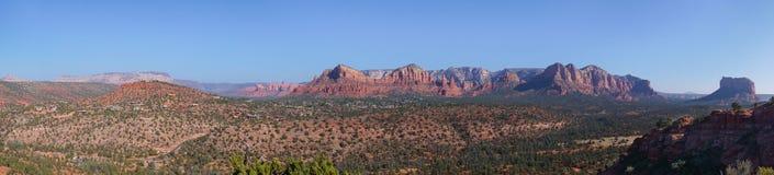Panorma-Ansicht von der Spitze über roter trockener Wüstenlandschaft Arizonas lizenzfreie stockbilder