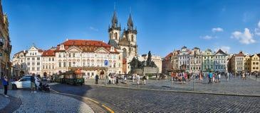 Panorma av den gamla stadfyrkanten, Prague royaltyfri bild