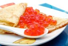 Panqueca com caviar vermelho Imagem de Stock
