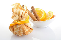 Panqueca com laranja e canela imagens de stock