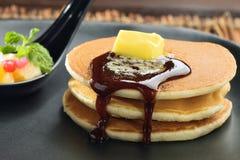 Panqueca com mel e manteiga Foto de Stock Royalty Free