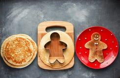 Panqueca do homem de pão-de-espécie do Natal com açúcar da canela Fotografia de Stock