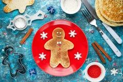 Panqueca do homem de pão-de-espécie do Natal com açúcar da canela Natal Fotos de Stock