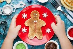 Panqueca do homem de pão-de-espécie do Natal com açúcar da canela Natal Fotografia de Stock