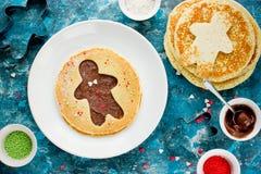 Panqueca do homem de pão-de-espécie Panqueca doce com chocolate e açúcar Imagens de Stock