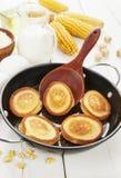 Panqueca do milho na tabela imagem de stock