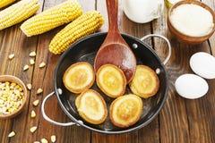 Panqueca do milho na tabela fotos de stock royalty free