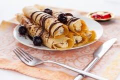 Panqueca doce com molho de chocolate Imagens de Stock Royalty Free