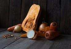 Panquecas, chá e colher de madeira fotografia de stock