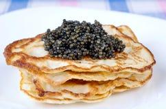 Panquecas com caviar Fotografia de Stock Royalty Free