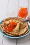 Panquecas com caviar vermelho Imagem de Stock Royalty Free