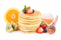 Panquecas com frutas e mel Fotos de Stock Royalty Free