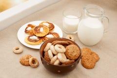 Panquecas com leite Imagem de Stock Royalty Free