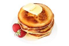 Panquecas com morango e manteiga (imagem com trajeto de grampeamento) Fotos de Stock Royalty Free