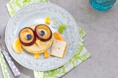 Panquecas da coruja para o café da manhã das crianças Fotografia de Stock Royalty Free
