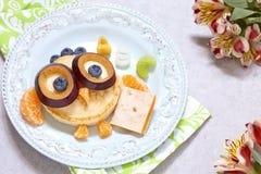 Panquecas da coruja para o café da manhã das crianças Imagem de Stock Royalty Free