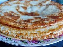 Panquecas do blini do russo, doce da maçã e leite condensado Celebração de Maslenitsa Maslenitsa foto de stock royalty free