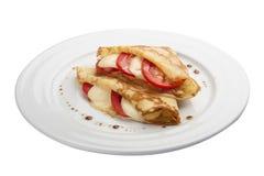 Panquecas do café da manhã com mussarela e tomates foto de stock royalty free