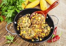 Panquecas do milho com carne triturada imagem de stock