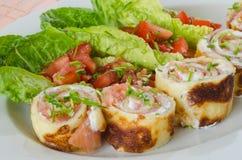 Panquecas enchidas com o salmão fumado com queijo fresco Fotos de Stock Royalty Free