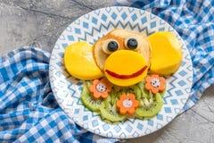 Panquecas engraçadas do macaco para o café da manhã das crianças Foto de Stock Royalty Free