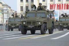 Pansarbiltiger som kan användas till mycket Repetitionen av ståtar i heder av Victory Day på slottfyrkant Royaltyfri Foto