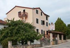 Pansion PETRA in Rovinj in Kroatien Lizenzfreie Stockfotografie