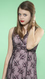 Pantalla adolescente del verde de la muchacha Fotos de archivo libres de regalías