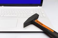 Pantalla azul del ordenador del martillo de la reparación de la muerte imagenes de archivo