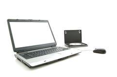 Pantalla blanca en computadora portátil y rectángulo de DVD imagenes de archivo