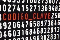 Pantalla de ordenador con el texto del clave del codigo en fondo negro Fotos de archivo libres de regalías