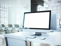Pantalla de ordenador en blanco con la silla blanca representación 3d fotografía de archivo