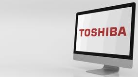 Pantalla de ordenador moderna con el logotipo de Toshiba clip del editorial 4K almacen de video