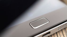 Pantalla de seguridad de la huella dactilar que desbloquea en un smartphone almacen de metraje de vídeo