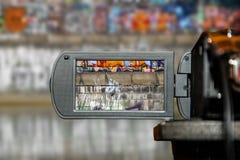 Pantalla de visualización del LCD en una alta cámara de televisión de la definición, película imagen de archivo