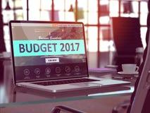 Pantalla del ordenador portátil con el concepto 2017 del presupuesto 3d Fotos de archivo libres de regalías