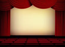 Pantalla del teatro o del auditorio del cine con las cortinas y los asientos rojos stock de ilustración