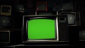 pantalla del verde de los años 80 TV en el medio de muchas TV