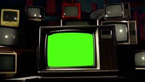 pantalla del verde de los años 80 TV en el medio de muchas TV Tiro del carro