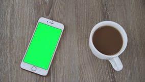 Pantalla elegante del verde del tel?fono almacen de video