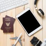 Pantalla en blanco de la tableta para la agencia del sitio web del viaje Fotos de archivo