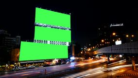 Pantalla en blanco del verde de la cartelera de publicidad, para el anuncio, lapso de tiempo almacen de video