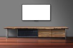 Pantalla en blanco TV en el muro de cemento con la tabla de madera Imagenes de archivo