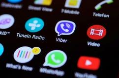 Pantalla móvil con los iconos del app Foto de archivo libre de regalías