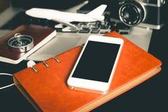 Pantalla móvil vacía para el concepto del viaje de negocios imagen de archivo