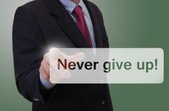 ¡Pantalla táctil conmovedora del hombre de negocios - nunca dé para arriba! Foto de archivo libre de regalías