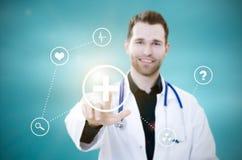 Pantalla táctil del doctor con los iconos Concepto futurista de la medicina fotos de archivo