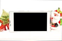 Pantalla vacía del teléfono elegante en tema de la Navidad Imagen de archivo libre de regalías
